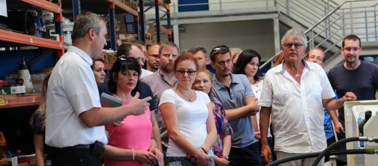 Výrobní ředitel Radek Sabela popisuje proces výroby ve Ferritu