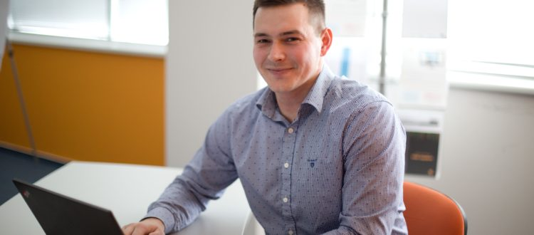 Dan Lupinski pracuje pro NetDirect desátým rokem, začínal jako e-brigádník.